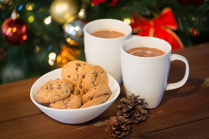 Spiced-Hot-Chocolate-with-Pear-and-Pecan-Cookies